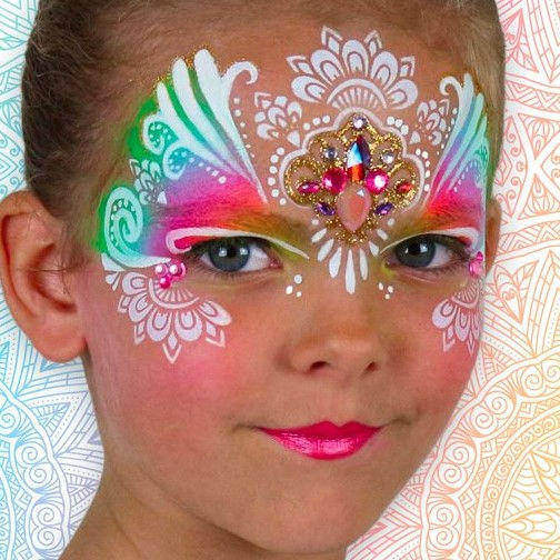 beautiful face painting design by Cecile Baeriswyl using Diva stencil