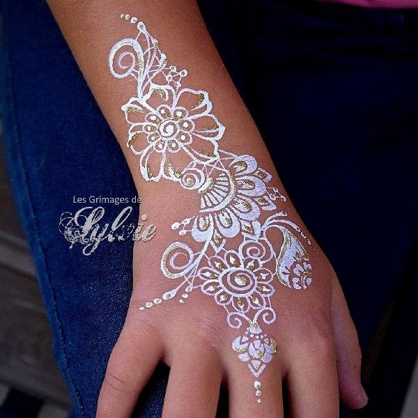 Bridal henna face painting design by Sylvie Dehareng using Diva stencil